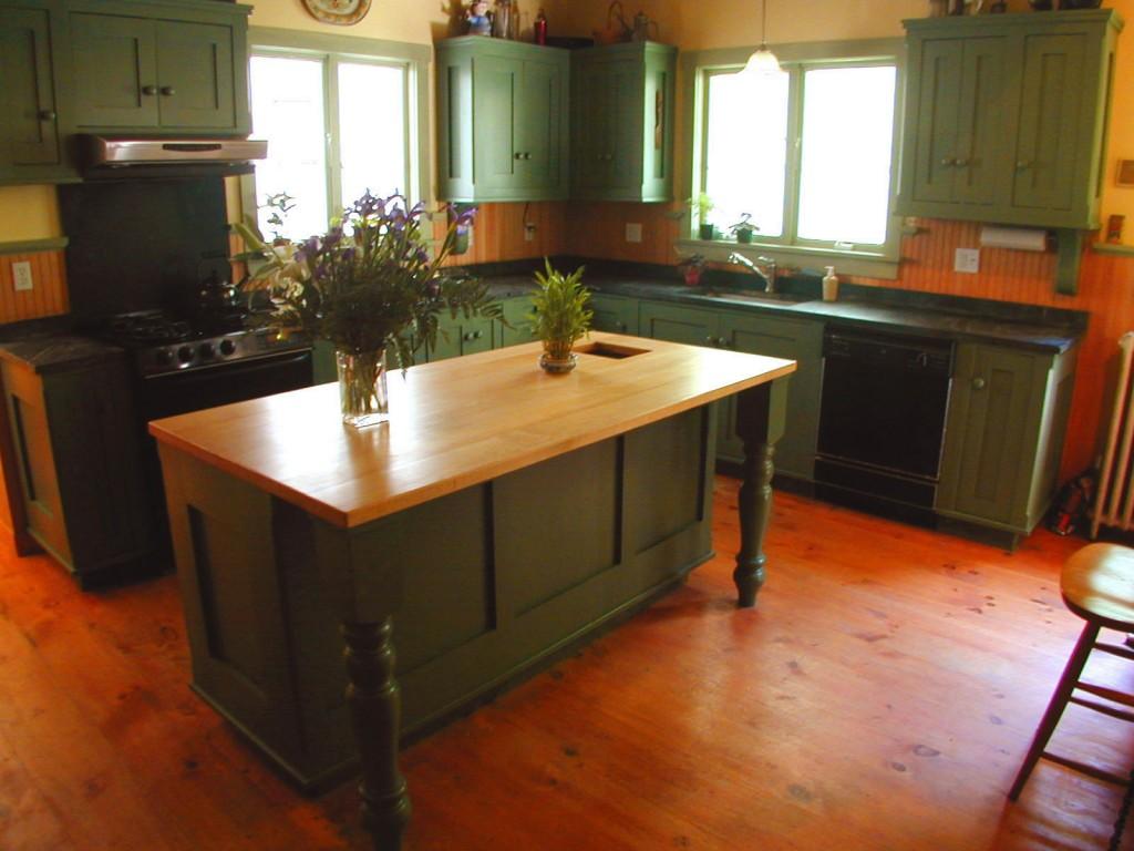 turn of century farm kitchen cabinets 1024x768 Historic Kitchen