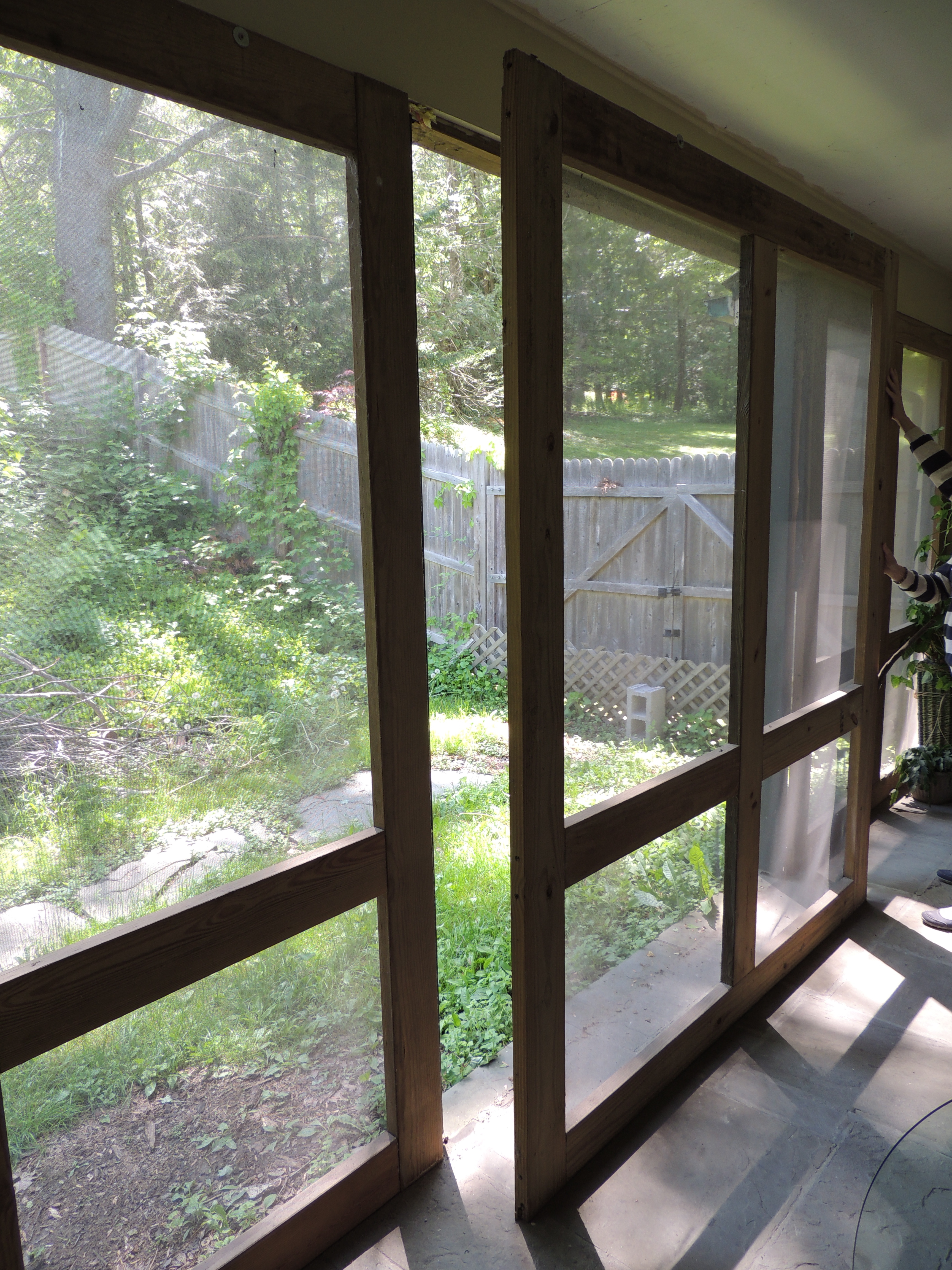 Easy to make screened in porch hudson cabinet making for Window options for screened in porch